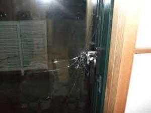 新宿区の空き巣被害ガラス割れ