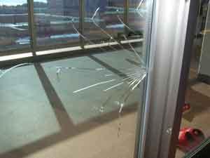 熱割れした複層ペアガラス