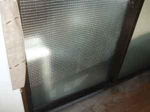 網入り型板ガラス(クロスワイヤ)
