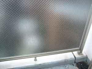 網入り型板ガラス(ヒシワイヤ)