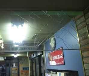 足立区の防炎ガラス破損