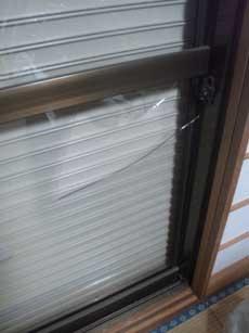 船橋市の割れた窓ガラス