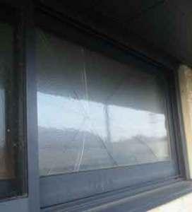 稲毛区の複層ペアガラスの破損