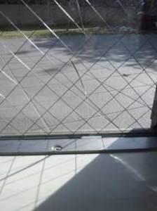 FIX窓のひび割れ