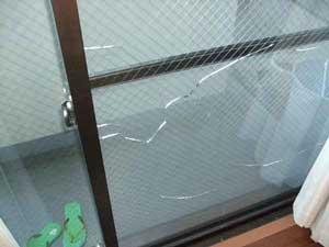 佐倉市の網入りガラス熱割れ