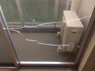 稲毛区マンションの網入りガラス熱割れ