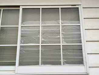 千葉市稲毛区のくもりガラスひび割れ