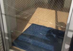 千葉市緑区の網入りガラスひび割れ