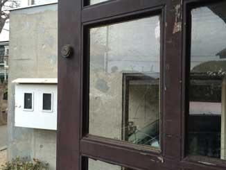 西都賀の玄関ドアガラス割れ