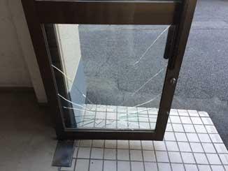 花見川区ドアガラス修理・交換前
