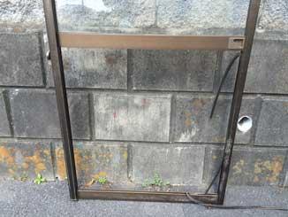 千葉市稲毛区の型板ガラス修理前