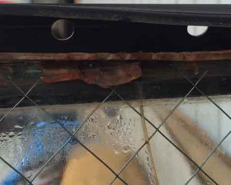 網入り複層ペアガラスの錆割れ