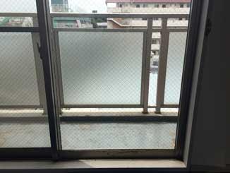 欠真間の透明網入りガラス修理後