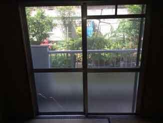 葛飾区の網入りくもりガラス修理・交換前