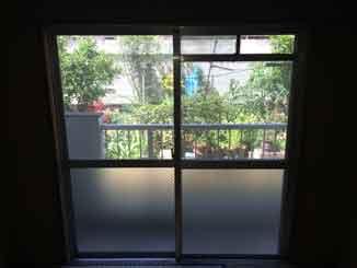 葛飾区の網入りくもりガラス修理・交換後