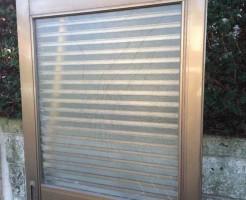 流山市の玄関引戸ガラス修理前