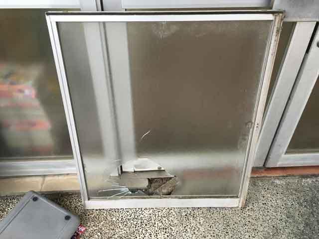 型板ガラス修理・交換前