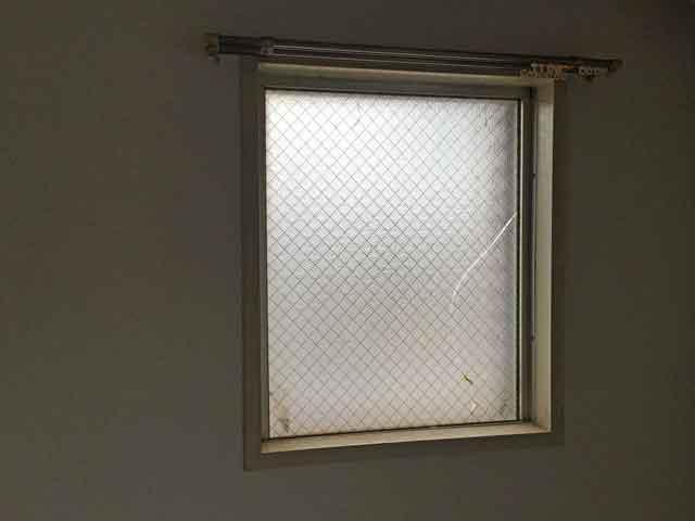 網入りくもりガラスさび割れ