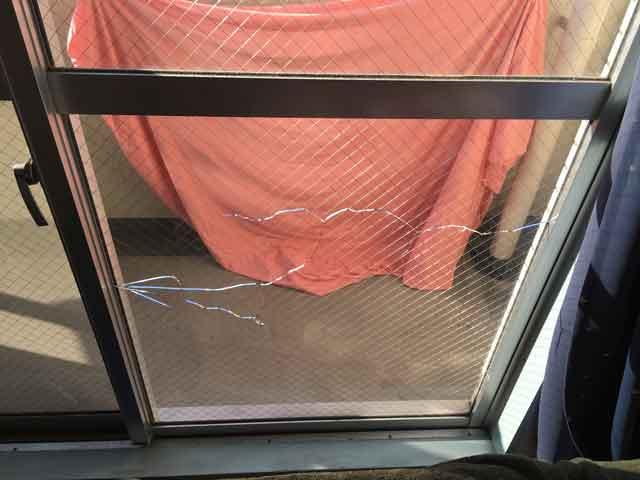 中央区松波のガラス修理前