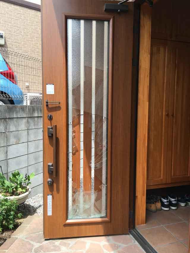 玄関ペアガラス修理前