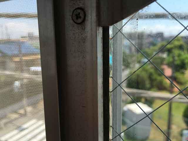 サッシとガラスの隙間