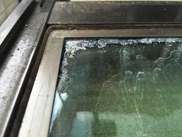 劣化したアタッチメント付ペアガラス