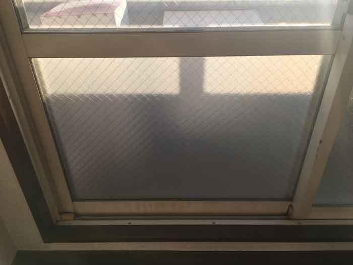 修理後の網入り型板ガラス