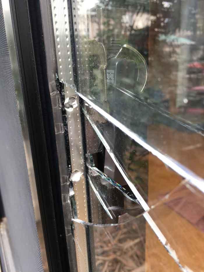 破壊された複層ペアガラス